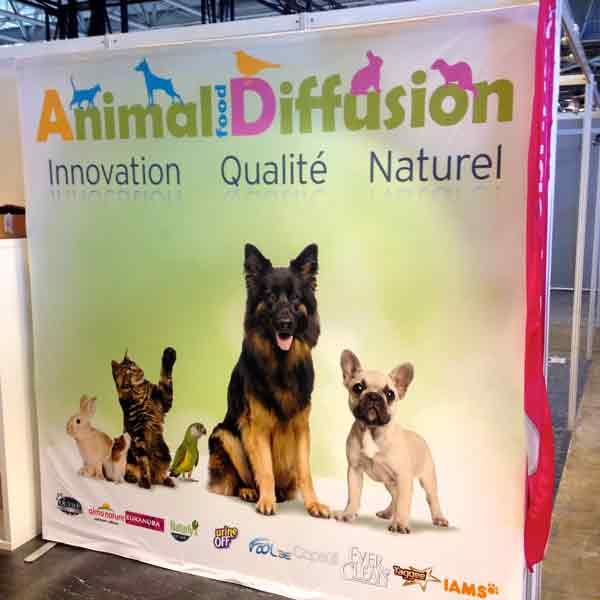 Stand-parapluie-textile-pliable-grand-format-salon-stand-exposition-soliexpo-economique-impression-sublimation-animal-food-diffusion-expo-zoo-2015-02-00