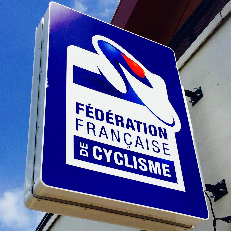 Enseigne-lumineuse-led-federation-francaise-cyclisme-soliexpo